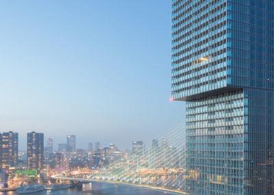 Zicht over de Maas en het stadscentrum van Rotterdam.
