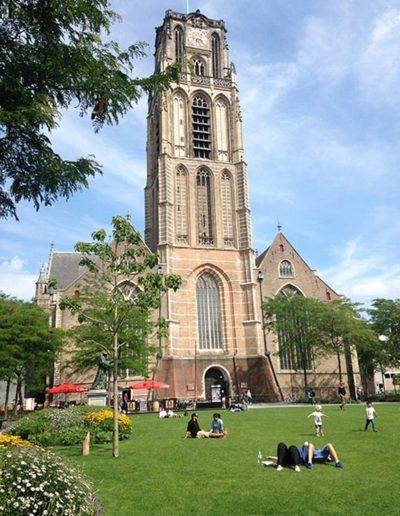 Het Grotekerkplein in Rotterdam is in 2017 ingericht als stadsparkje.