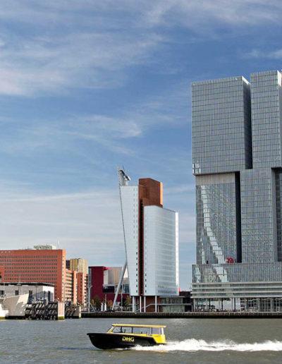 Een spetterende watertaxirit én ervaar Rotterdam vanaf rivier de Maas.