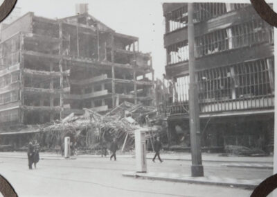 De overblijfselen van de Bijenkorf naar afloop van het bombardement.