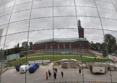 Kijk in de spiegelende facade naar Boijmans Van Beuningen